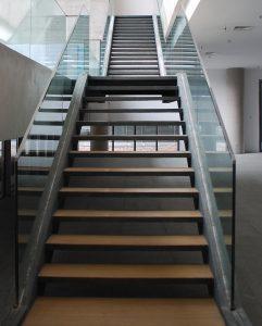 tampilan tangga lurus memanjang