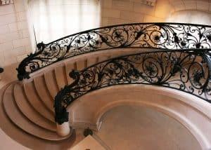 tampilan tangga melengkung