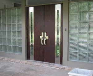 model-pintu-rumah-minimalis-untuk-5-kesan-berbeda-1-maskulin