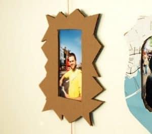 15 hiasan dinding dari barang bekas dan cara membuatnya rumahlia selain dibuat hiasan dinding berbentuk pohon kardus bekas juga dapat dimanfaatkan sebagai hiasan dinding berbentuk bingkai foto berikut caranya thecheapjerseys Gallery