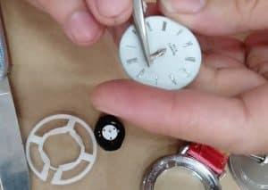 Cara Memperbaiki Jam Dinding