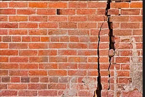 9 Penyebab Dinding Rumah Retak Struktur dan Cara Mengatasinya