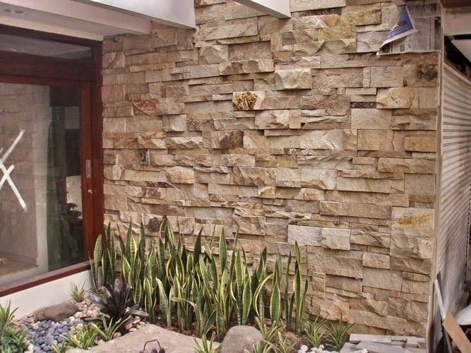 interior dengan batu palimanan