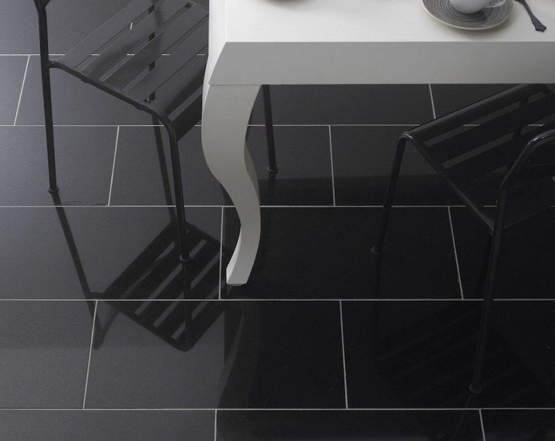 7 Cara Membersihkan Lantai Keramik Warna Hitam