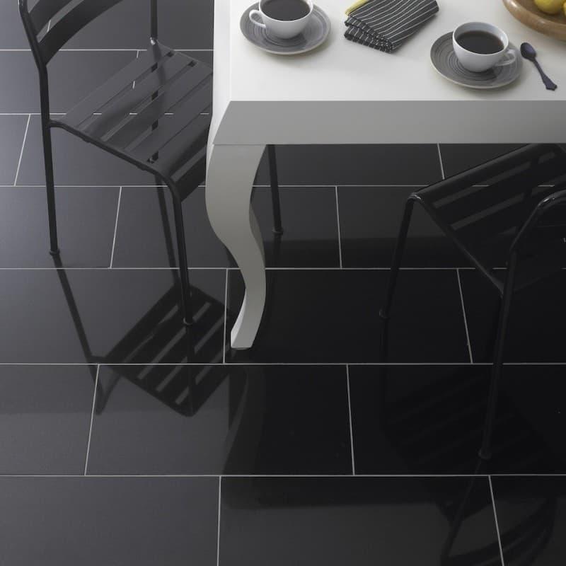 lantai keramik hitam