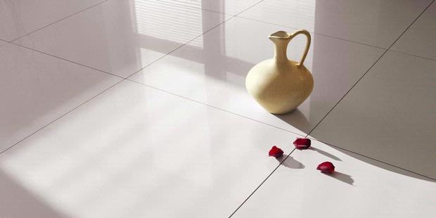 10 Cara Membersihkan Lantai Keramik Putih Paling Ampuh