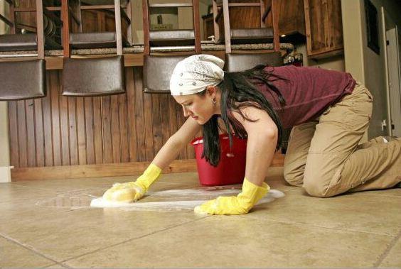 7 Cara Membersihkan Keramik yang Kusam