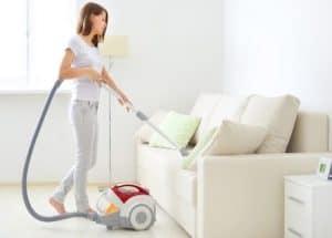 membersihkan vacuum cleaner