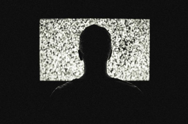 5 Cara Memperbaiki Panel LCD TV Bergaris