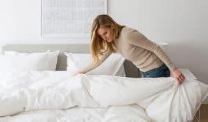 membersihkan spring bed
