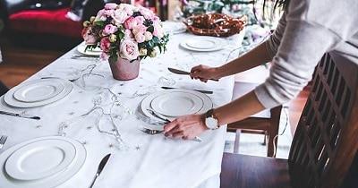 6 Tata Cara Menata Meja Makan Secara Tradisional Paling Lengkap