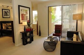7 Desain Ruang Tamu Pintu Tengah Paling Elegan