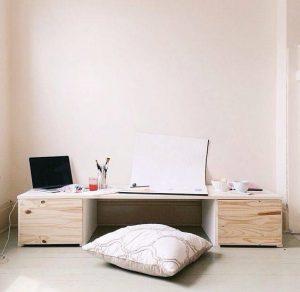 Meja Sekaligus dengan Loker Untuk Barang