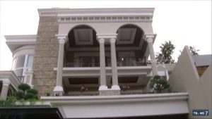 Desain Dan Interior Rumah Denny Cagur yang Mewah ...